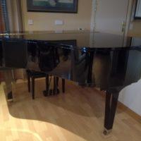 Piano colín YAMAHA GH1 negro.
